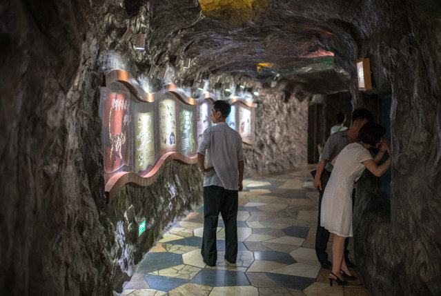 Visitors view animals in the reptile house at Pyongyang Central Zoo on August 19, 2018 in Pyongyang, North Korea. (Photo by Carl Court/Getty Images)