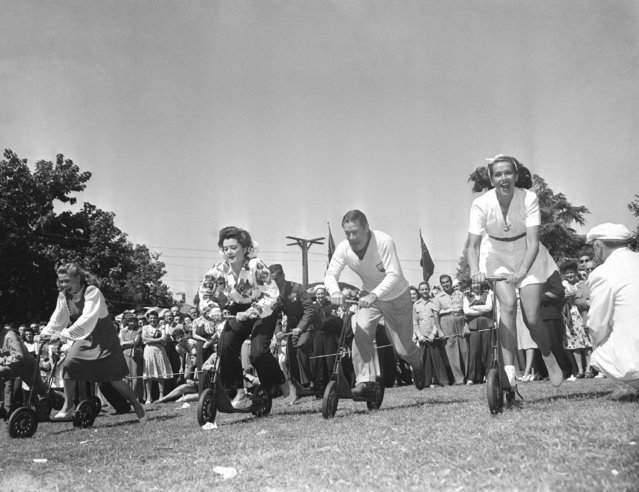 Five thousand volunteer workers, including many film players, who have given their time providing entertainment for a million service men, during the past year, at the Hollywood canteen gathered recently on the grounds of the Barney Oldfield country club and relaxed in the fun of a good old-fashioned picnic on September 7, 1943 in Los Angeles. This photo shows the start of a scooter race, which included (left to right) Grace McDonald, Ann Rutherford, Joe E. Brown and Jinx Falkenberg. None of whom were even close at the finish line. (Photo by AP Photo)