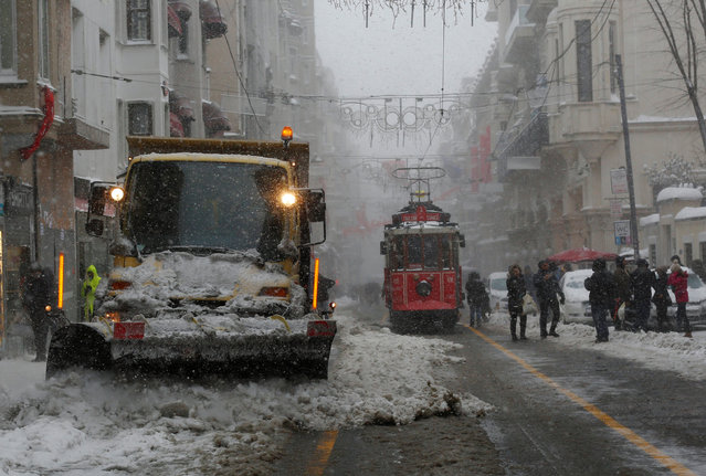 A snow cutter cleans the main shopping and pedestrian street of Istiklal in central Istanbul, Turkey January 7, 2017. (Photo by Murad Sezer/Reuters)