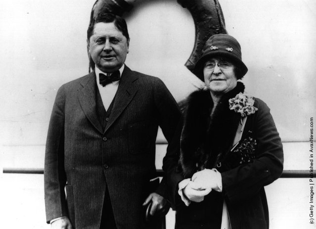 1930: American chewing gum magnate, William Wrigley Jnr and his wife