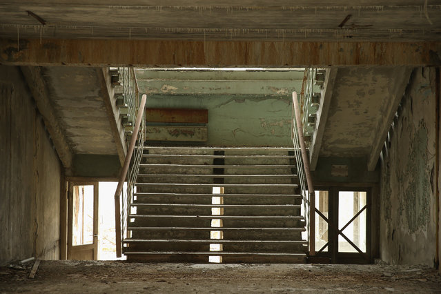 A stairwell stands in abandoned elementary school number five on April 9, 2016 in Pripyat, Ukraine. (Photo by Sean Gallup/Getty Images)