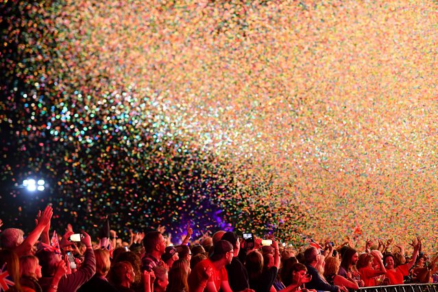 """Confetti falls on revellers during """"The Last Night of the Proms"""" celebration in Hyde Park, London, Britain on September 14, 2018. (Photo by Dylan Martinez/Reuters)"""