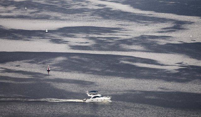 A boat sails on the Volga river in Nizhny Novgorod, Russia, July 10, 2015. (Photo by Maxim Shemetov/Reuters)