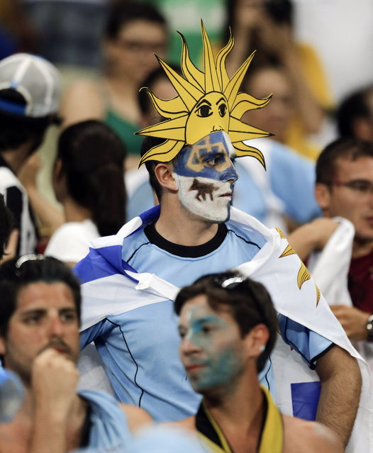 Fans from Uruguay watch the end of the group D World Cup soccer match between Uruguay and Costa Rica at the Arena Castelao in Fortaleza, Brazil, Saturday, June 14, 2014. Costa Rica defeated Uruguay 3-1. (Photo by Fernando Llano/AP Photo)