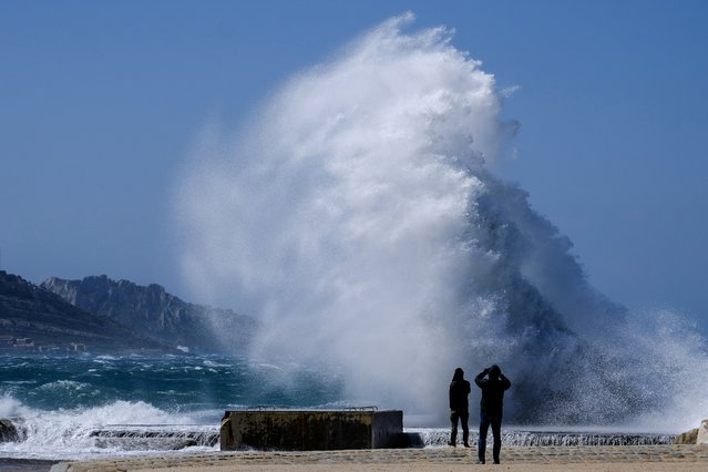People watch heavy waves hiting the shore at the Plage du David beach in downtown Marseille, as storm Eleanor hits southern parts of France on May 5, 2019. (Photo by Boris Horvat/AFP Photo)