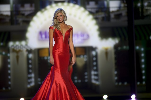 Miss Colorado Kelley Johnson competes in the evening gown competition on the first night of preliminaries at the Miss America competition at Boardwalk Hall in Atlantic City, New Jersey, September 8, 2015. (Photo by Mark Makela/Reuters)