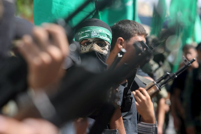 """Palestinian Hamas militants take part in a protest against the Israeli police raid on Jerusalem's al-Aqsa mosque on Tuesday, in Khan Younis in the southern Gaza Strip, September 18, 2015. Israel deployed hundreds of extra police around the Old City of Jerusalem on Friday after Palestinian leaders called for a """"day of rage"""" to protest at new Israeli security measures. (Photo by Ibraheem Abu Mustafa/Reuters)"""