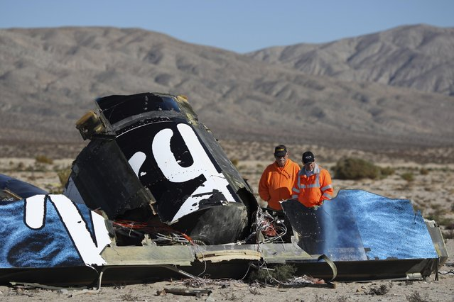 Sheriffs' deputies look at wreckage from the crash of Virgin Galactic's SpaceShipTwo near Cantil, California November 2, 2014. A suborbital passenger spaceship being developed by Richard Branson's Virgin Galactic company crashed during a test flight on Friday at the Mojave Air and Space Port in California, killing one crew member and seriously injuring the other, officials said. (Photo by David McNew/Reuters)