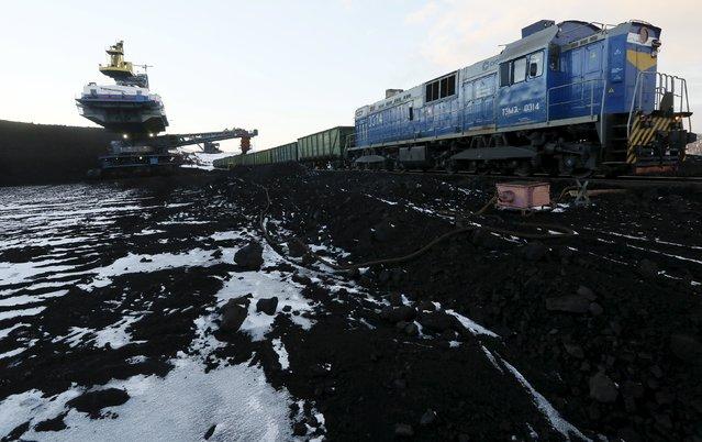 A rotary dredge loads wagons with coal at the Borodinsky opencast colliery, near the Siberian town of Borodino, east of Krasnoyarsk, Russia October 27, 2015. (Photo by Ilya Naymushin/Reuters)