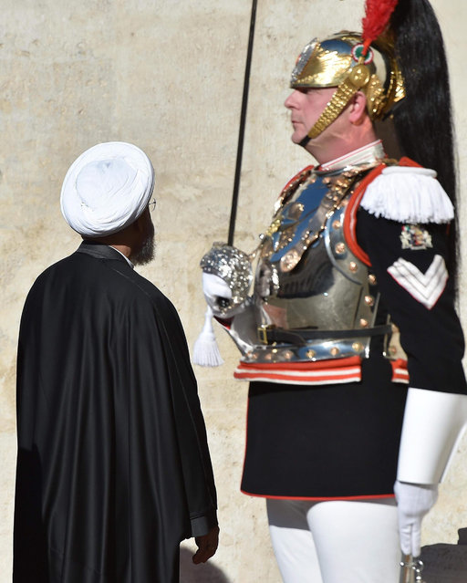 Iran President Hassan Rouhani admires the uniform of a ceremonial guard during welcoming ceremonies at Quirinale Palace in Rome, Italy, 25 January 2016. He was welcomed by Italian President Sergio Mattarella (Photo by Ettore Ferrari/EPA)