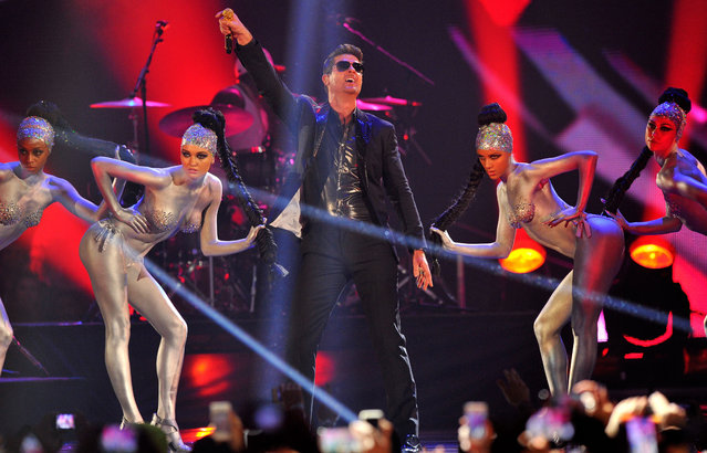 Robin Thicke performs onstage during the MTV EMA's 2013 at the Ziggo Dome on November 10, 2013 in Amsterdam, Netherlands. (Photo by Gareth Cattermole/Getty Images for MTV)
