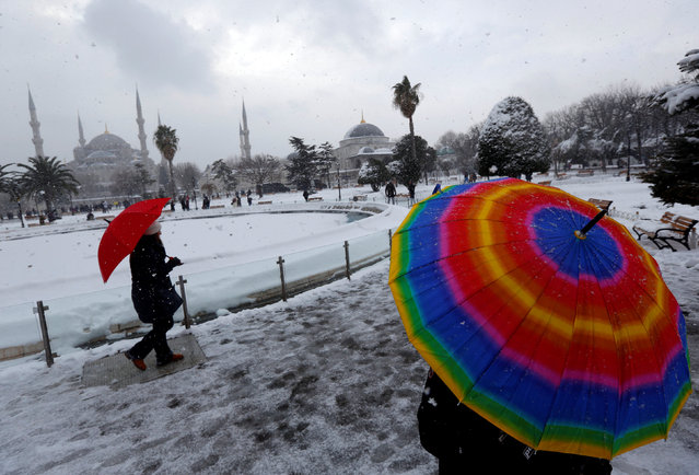 People stroll at the snow-covered Sultanahmet square in Istanbul, Turkey, January 8, 2017. (Photo by Murad Sezer/Reuters)