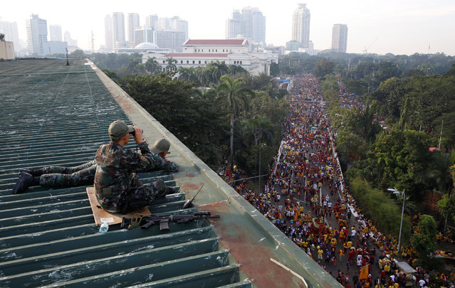 Members of Special Action Force policemen take position as they guard the Black Nazarene religious procession in Manila, Philippines January 9, 2017. (Photo by Erik De Castro/Reuters)
