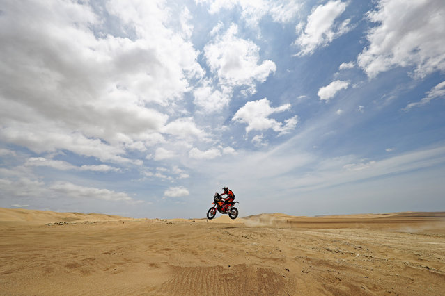 KTM Factory Racing Team's Luciano Benavides competes in the desert during Stage Two between Pisco and San Juan de Marcona on Jan. 7, 2019 in Pisco, Peru. (Photo by Dean Mouhtaropoulos/Getty Images)