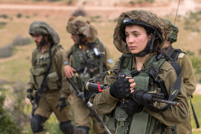 Israeli soldiers from the mixed-gender Lions of the Jordan battalion, under the Kfir Brigade, take part in a last training before being assigned their posting, on February 28, 2017, near the West Bank village of Bardale, east of Jenin. (Photo by Jack Guez/AFP Photo)
