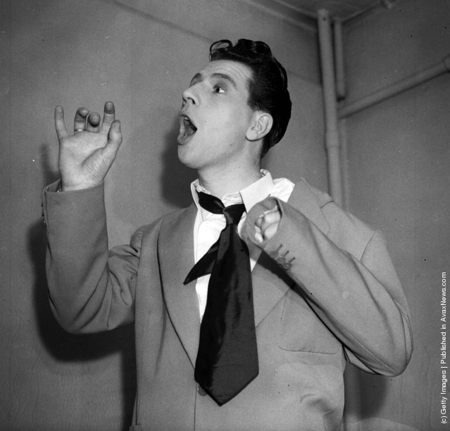 1950: A dishevelled comedian, Max Bygraves