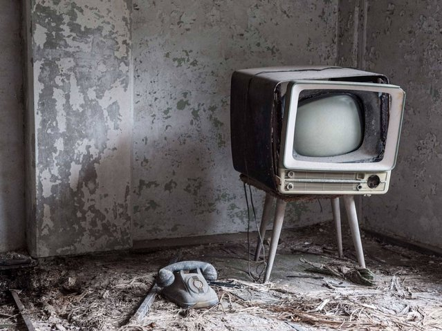 A decades-old television. (Photo by Mark C. O'Flaherty)