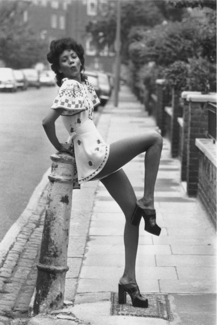 "Fashion model Hazel wears a crepe playsuit from Ossie Clark's ""Quorum"" fashion show held in London, circa 1970′s. (Photo by Frank Barratt/Getty Images)"
