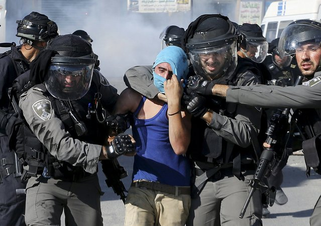 Israeli border policemen detain a Palestinian protester during clashes in Shuafat refugee camp near Jerusalem September 18, 2015. (Photo by Ammar Awad/Reuters)