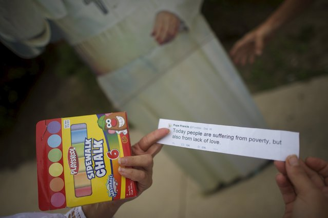 Christa Scalies, the co-creator of the Pop-Up Pope, holds a printed tweet from Pope Francis in Wilmington, Delaware, September 19, 2015. (Photo by Mark Makela/Reuters)