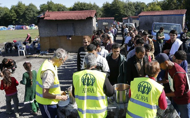 "Migrants queue during the distribution of food at the makeshift camp called ""The New Jungle"" in Calais, France, September 20, 2015. (Photo by Regis Duvignau/Reuters)"