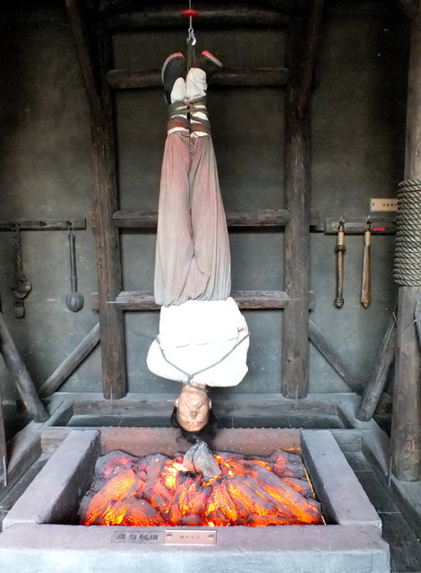 """Wax figure with torture instrument is seen on October 25, 2014 in Huai'an, Jiangsu province of China. Chinese social media users have speculated that the exhibition is a veiled threat to officials in the midst of a widely publicized anti-corruption crackdown by the ruling Communist Party. """"If we use these instruments on corrupt officials, 90 percent of us will support it"""", declared one user on China's Twitter-like service, Weibo. (Photo by ChinaFotoPress)"""