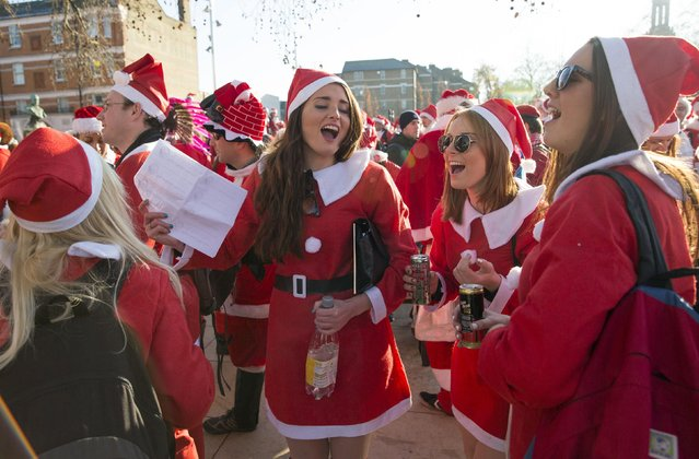 Participants dressed in Santa costumes sing during the annual SantaCon event in London December 6, 2014. (Photo by Neil Hall/Reuters)