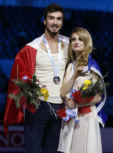 Gabriella Papadakis and Guillaume Cizeron of France pose with their bronze medals during an award ceremony after placing third in the Ice Dance final competition at the ISU Grand Prix of Figure Skating final in Barcelona December 13, 2014. (Photo by Gustau Nacarino/Reuters)