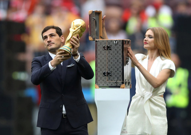 Russian model Natalia Vodianova (R) and Spanish goalkeeper Iker Casillas present the World Cup trophy during the opening ceremony before the Russia 2018 World Cup Group A football match between Russia and Saudi Arabia at the Luzhniki Stadium in Moscow on June 14, 2018. (Photo by Maxim Shemetov/Reuters)