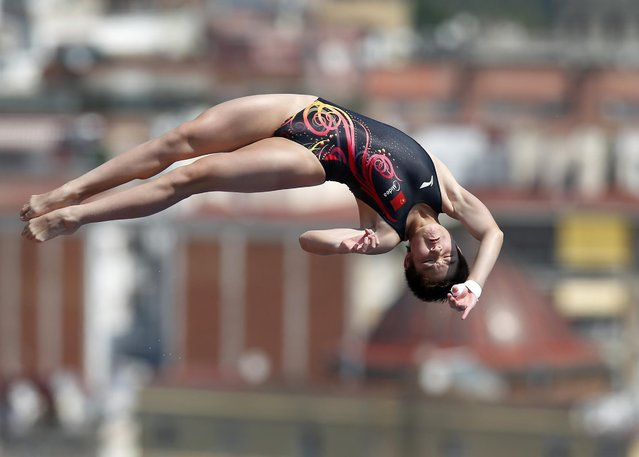 China's Si Yajie performs during the women's 10-meter platform preliminary at the FINA Swimming World Championships in Barcelona, Spain, Wednesday, July 24, 2013. (Photo by Michael Sohn/AP Photo)