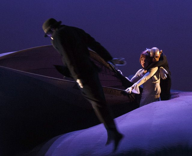 """Members of Compagnie Philippe Genty perform a stage production titled """"Ne m'oublie pas"""" (""""Forget Me Not"""") during a media preview in Madrid February 12, 2015. (Photo by Andrea Comas/Reuters)"""