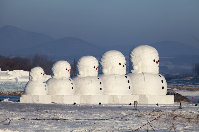 Giant snow sculptures in the shape of Russian traditional Matryoshka dolls are displayed at a tourist resort in Jilin, Jinlin Province, China, January 12, 2016. (Photo by Reuters/Stringer)