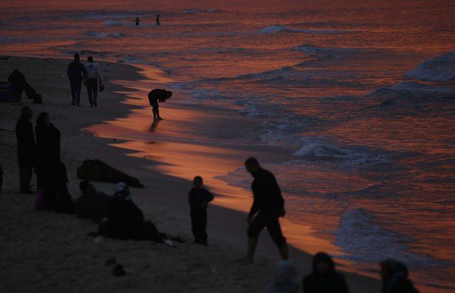 Palestinians walk along the beach of Gaza City after sunset, February 6, 2015. (Photo by Mohammed Salem/Reuters)