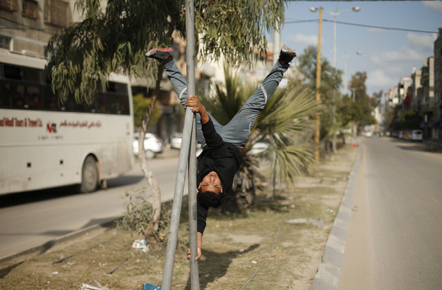 A Palestinian youth demonstrates his parkour skills on a street in Gaza City, January 15, 2016. (Photo by Suhaib Salem/Reuters)