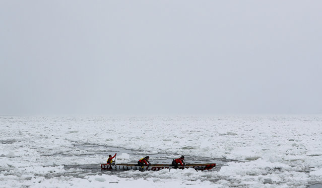 Team Latulipe competes during the Ice Canoe race at the Quebec Winter Carnival in Quebec City, February 5, 2017. (Photo by Mathieu Belanger/Reuters)