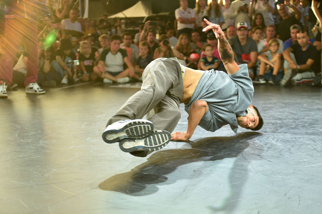 Victor Montalvo from the US performs on the stage of the men's breakdance final at the World Urban Games in Budapest, Hungary on September 14, 2019. The World Urban Games (WUG) is a three-day multi-sport event featuring competition and showcase sports of the best street-athletes of the World, alongside a cultural festival here. (Photo by Attila Kisbenedek/AFP Photo)
