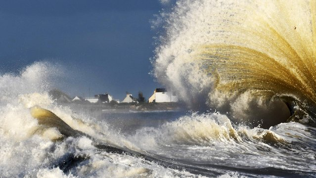 Waves break in the port of Lesconil, western France on November 7, 2018. (Photo byFred Tanneau /AFP Photo)