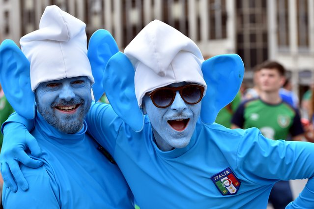Two Italy's supporters dressed as smurfs cartoon character pose as they gather with other football fans in the streets of Lille on June 22, 2016, ahead of the Euro 2016 group E football match between Italy and Ireland. (Photo by Philippe Huguen/AFP Photo)