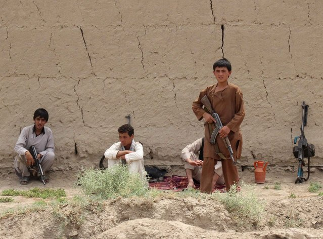 Afghan local police (ALP) sit near a frontline during a battle with the Taliban at Qalay- i-zal district, in Kunduz province, Afghanistan August 1, 2015. (Photo by Reuters/Stringer)