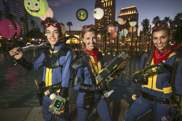 Playing The Lone Wanderer from the video game Fallout are from left: Avalon Parton, Gina Ghiglieri and her sister Lisa during Comic-Con 2017 in San Diego, California, July 21, 2017. (Photo by Bill Wechter/AFP Photo)