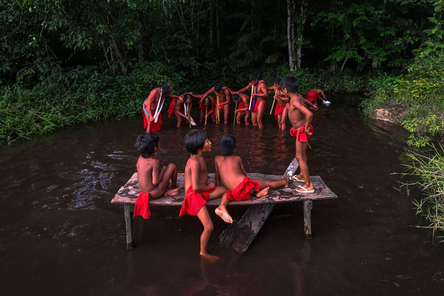 Waiapi men dance and play flute during the Anaconda's party -during which they make flutes to play and dance, and at the end leave all flutes on the river for the Anaconda snake to protect their village- in the Waiapi indigenous reserve in Amapa state in Brazil on October 14, 2017. (Photo by Apu Gomes/AFP Photo)