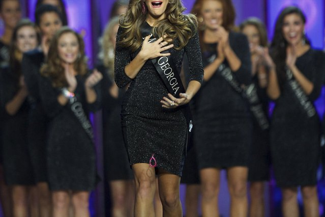 Miss Georgia Betty Cantrell drops her earrings, en route to victory at the Miss America Pageant at Boardwalk Hall, in Atlantic City, New Jersey, September 13, 2015. (Photo by Mark Makela/Reuters)
