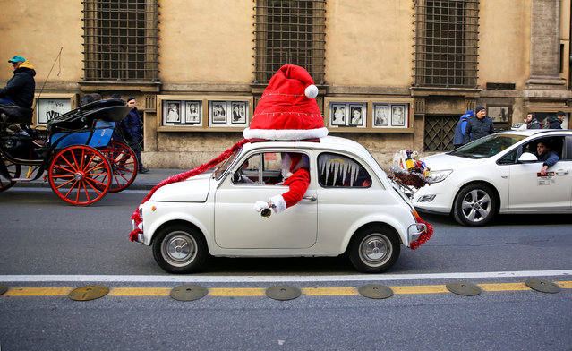 A man dressed as a Santa Clause rings bells as he drives a Fiat 500 in downtown Rome, Italy, December 9, 2017. (Photo by Alessandro Bianchi/Reuters)