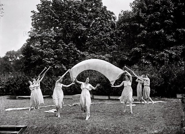 Sylvan Theater Women, by Harris & Ewing photographed in 1917.