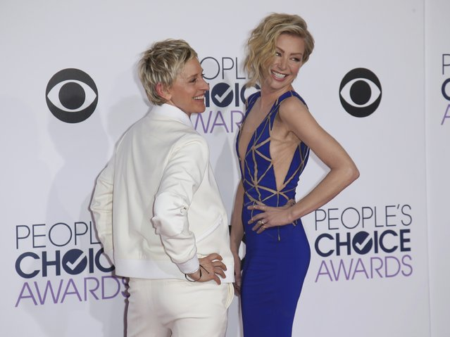 TV personality Ellen DeGeneres arrives with her spouse, actress Portia di Rossi (R), at the 2015 People's Choice Awards in Los Angeles, California January 7, 2015. (Photo by Danny Moloshok/Reuters)