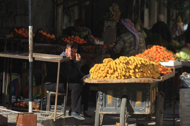A man displays fruits for sale in Idlib, Syria December 6, 2015. (Photo by Ammar Abdullah/Reuters)