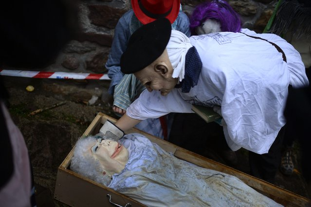 A man dressed as a priest gives last rites to a figure wearing the mask of Cayetana Fitz-James Stuart, Duchess of Alba, during carnival celebrations in Zubieta January 27, 2015. (Photo by Vincent West/Reuters)