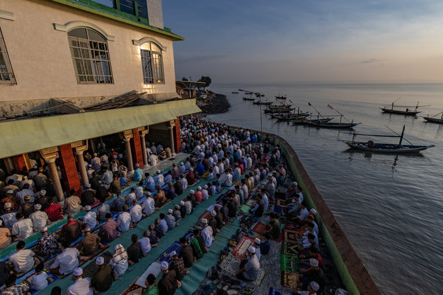 Indonesian Muslims perform Eid Al-Fitr prayer at Al-Mabrur mosque on May 13, 2021 in Surabaya, Indonesia. Muslims worldwide observe the Eid Al-Fitr prayer to mark the end of Ramadan and the beginning of the new month of blessing Shawwal 1442 Hijriah. (Photo by Robertus Pudyanto/Getty Images)