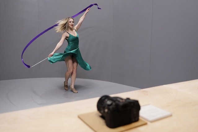 A dancer performs in front of Sony Alpha a99 II DSLR cameras during a news conference at CES International Wednesday, January 4, 2017, in Las Vegas. (Photo by Jae C. Hong/AP Photo)