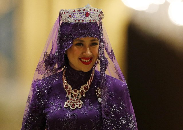 Brunei's Dayangku Raabi'atul 'Adawiyyah Pengiran Haji Bolkiah leaves the royal wedding banquet after her marriage to Brunei's Prince Abdul Malik at the Nurul Iman Palace in Bandar Seri Begawan April 12, 2015. (Photo by Olivia Harris/Reuters)